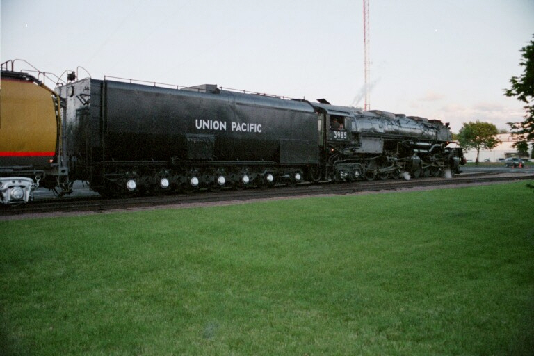 Union Pacific 3985 at West Chicago, IL